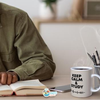 Ci vuole calma e... sangue freddo per affrontare la sessione di esami a settembre ✋  Vuoi creare anche tu la tazza personalizzata Spotify? Visita il nostro sito ➡ www.photoislandstore.it e creala ora!  #sessionesettembre #tazzaspotify #lucaderisio
